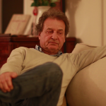 videoblocks-casual-candid-real-life-clip-of-older-man-listening-to-conversation-in-livi_stu03iyiuf_thumbnail-full01.png